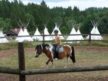 Letní dětská rekreace - jízda na koni