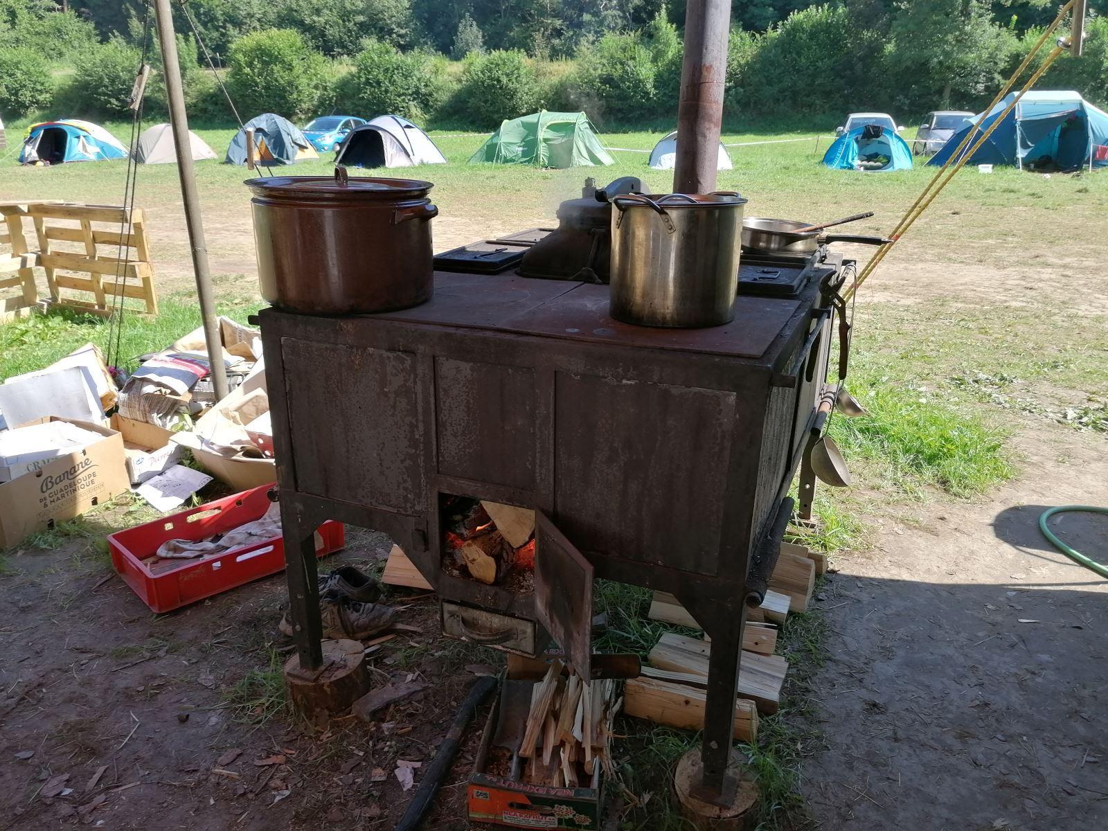 Příprava pokrmů na táboře
